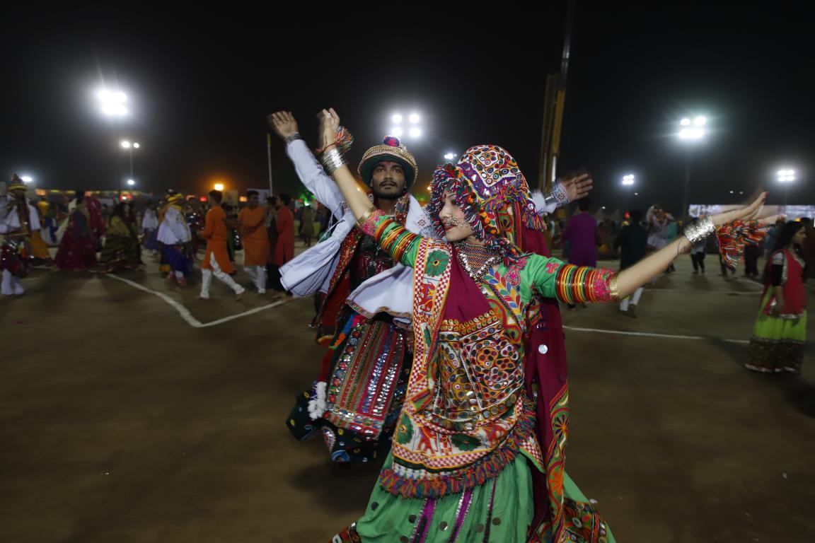 live navratri gandhinagar cultural forum 2018 day 8 (40)