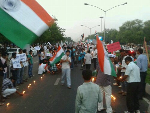 Gandhinagar support continues against corruption