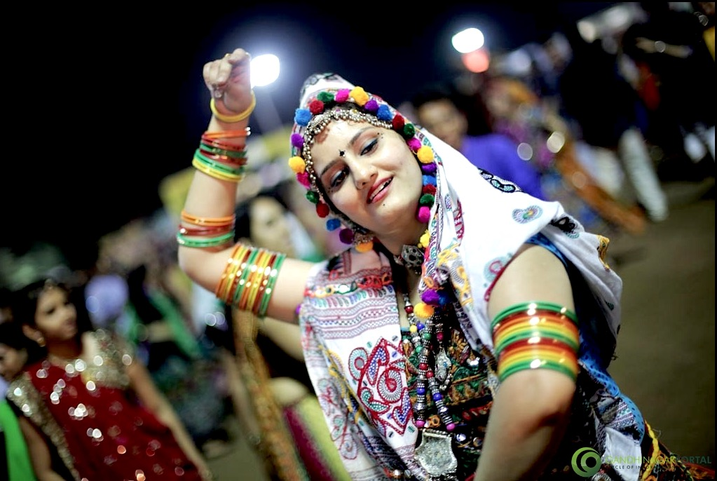 New Style*} 20 steps Garba Special Addition For Navratri 2015 ...