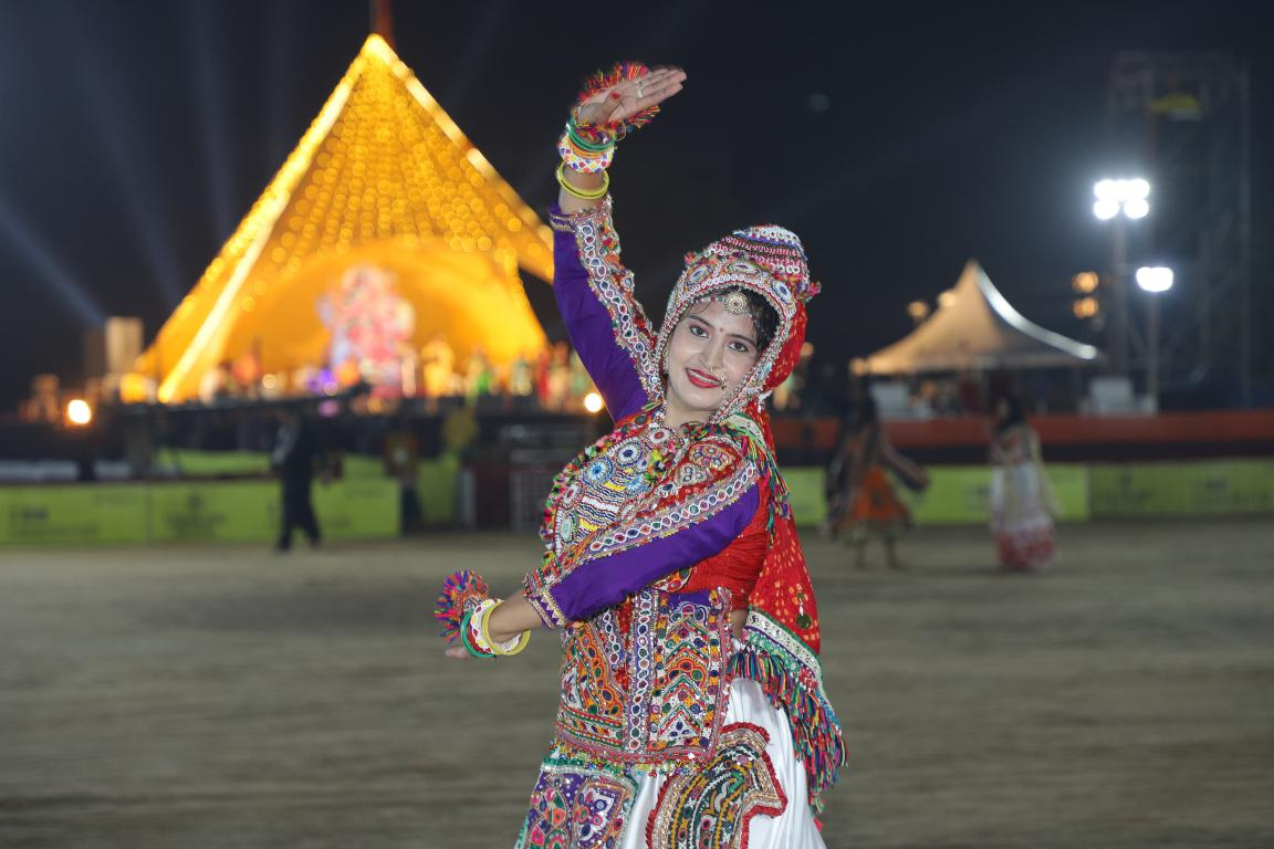 Live Navratri 2019- Gandhinagar Cultural Forum Navratri 2019- Day 8 Golden Cheers Group